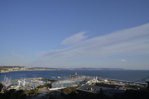 七里ヶ浜を臨む