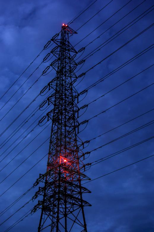 明け方の鉄塔
