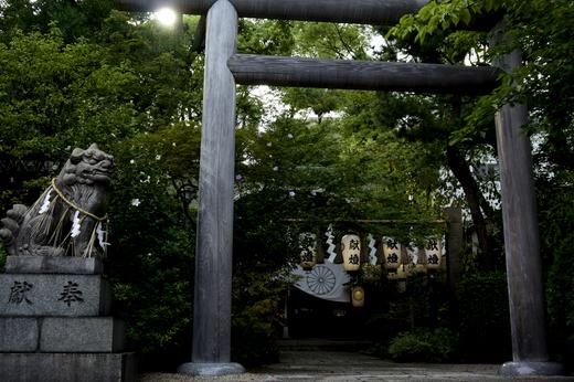 西日の神社