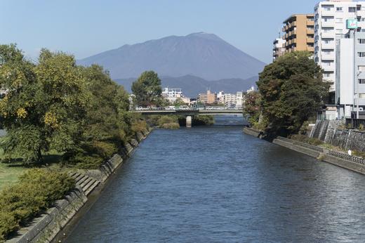 盛岡、旭橋から見た岩手山