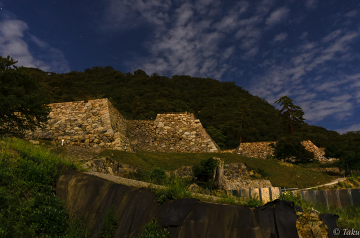 中秋の名月に照らされる鳥取城跡石垣