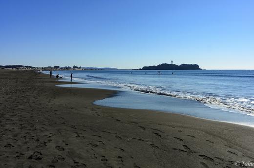 元旦の海岸と江ノ島