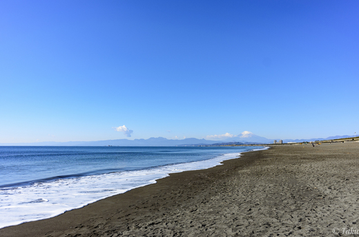 元旦の海岸と富士山