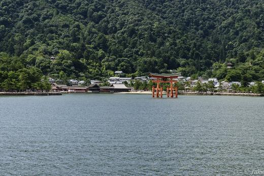宮島到着、厳島神社を沖側から
